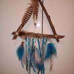 Attrape rêves triangle nature perles et plumes marron bleu et blanc : 32 €