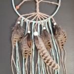 Attrape rêves arbre de vie perles et plumes marron et vert d'eau : 25 €
