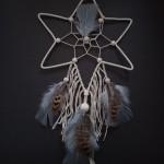 Attrape rêves étoile perles et plumes marron et gris : 25 €