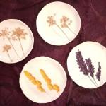 Coupelles nature émaillées empreintes fleurs séchées Diam. 9/10 cm : 7 € l'unité