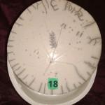 Boîte ronde cire blanche et couvercle raku diam 11,5 cm : 18 €